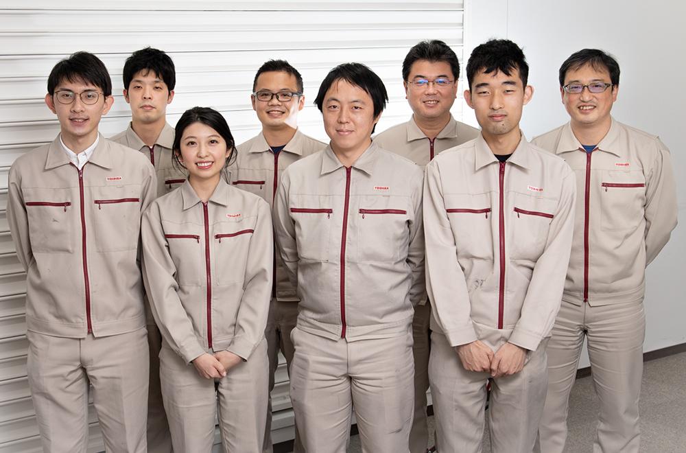 中村氏とともにバッテリーの未来を見つめるチーム