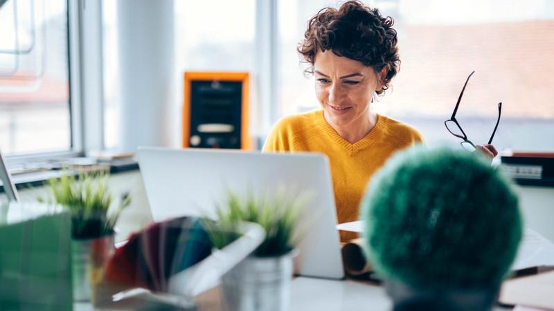 female-working-from-home-employer-918307654-aegon.jpg