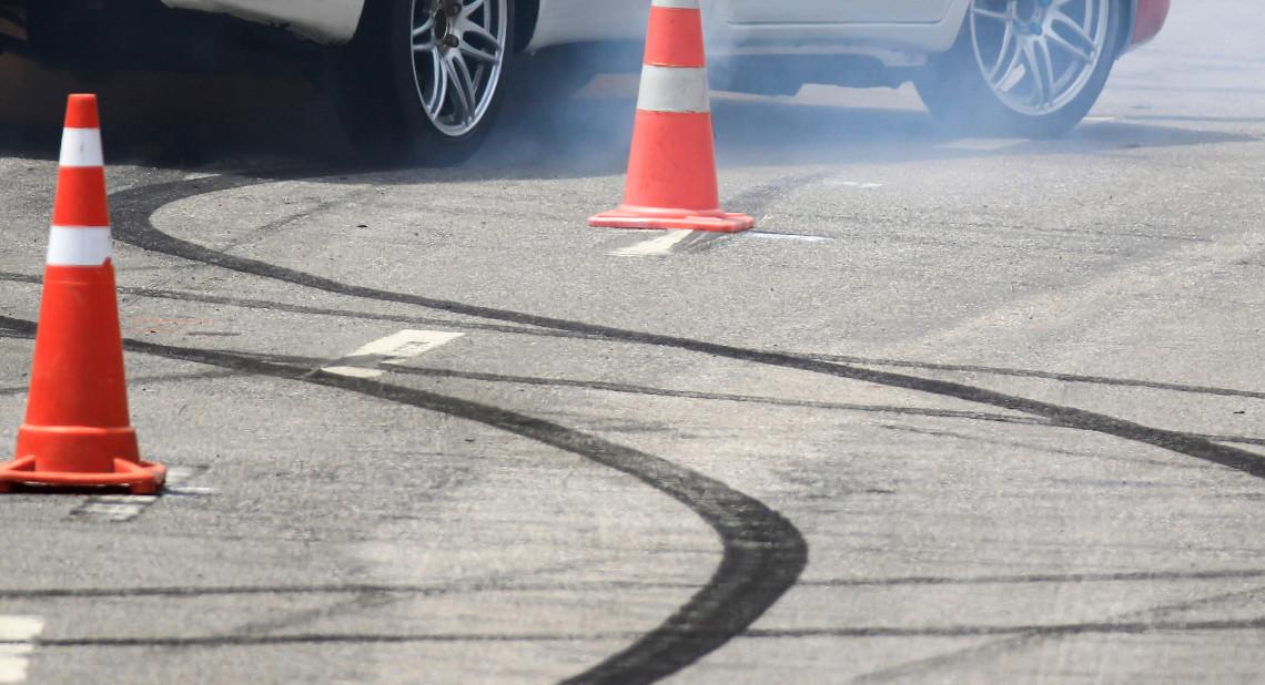 Emergency braking wheel with smoke on the road.