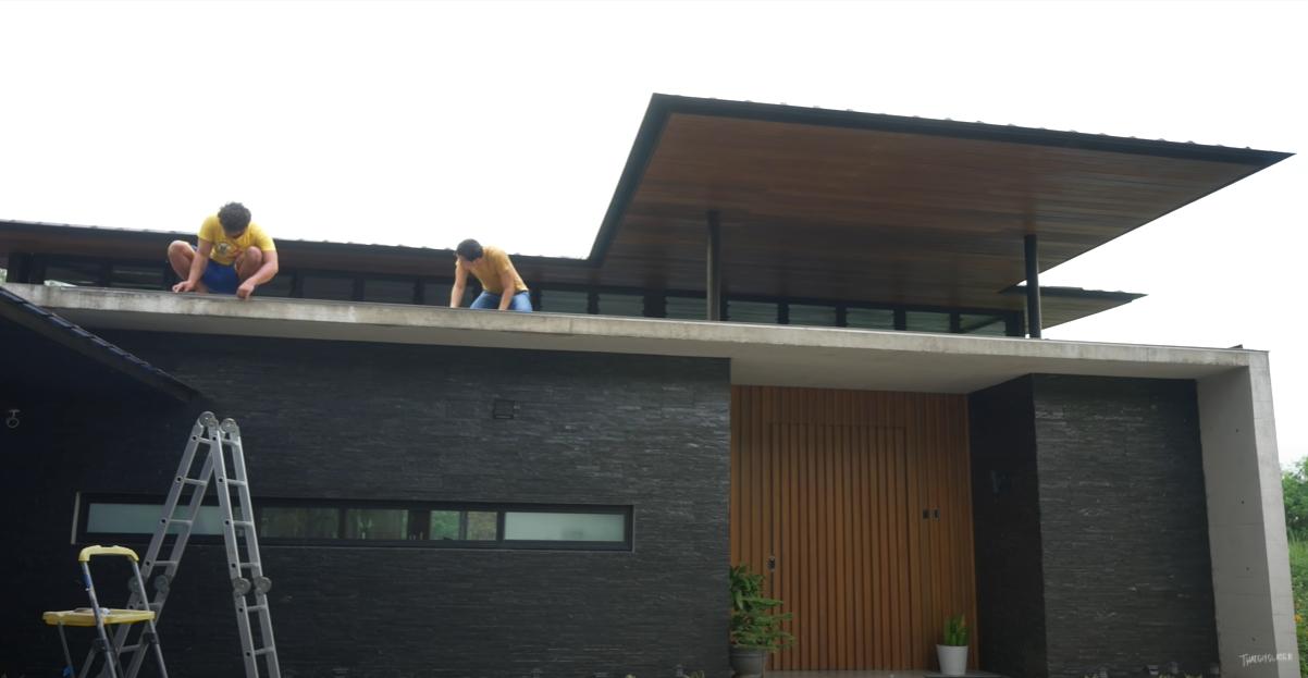 slater-young-house-setting-up-the-angle-bars.PNG