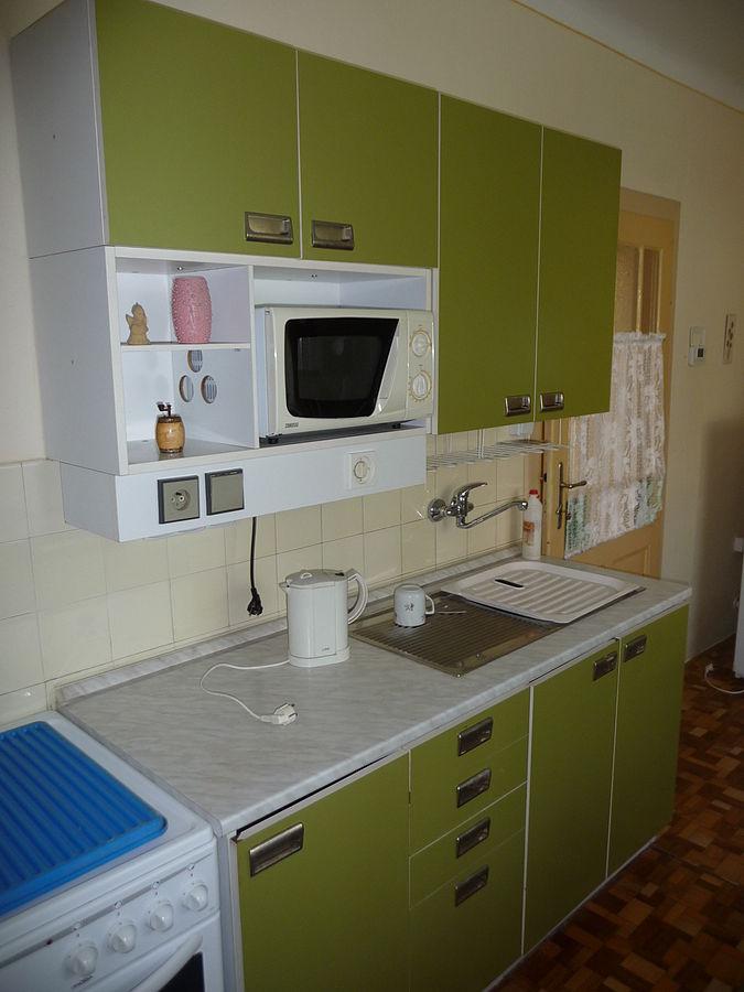 675px-Green_kitchen_cabinet_(1).jpg