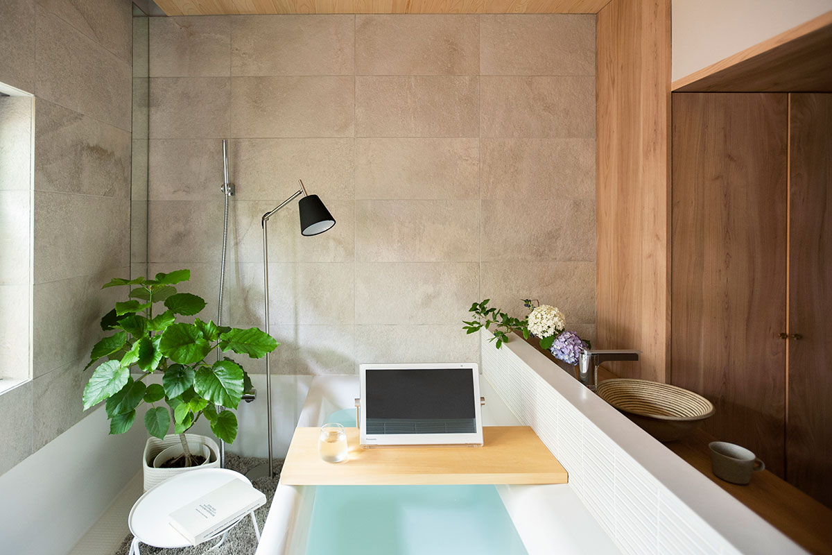 bathroom_re.jpg