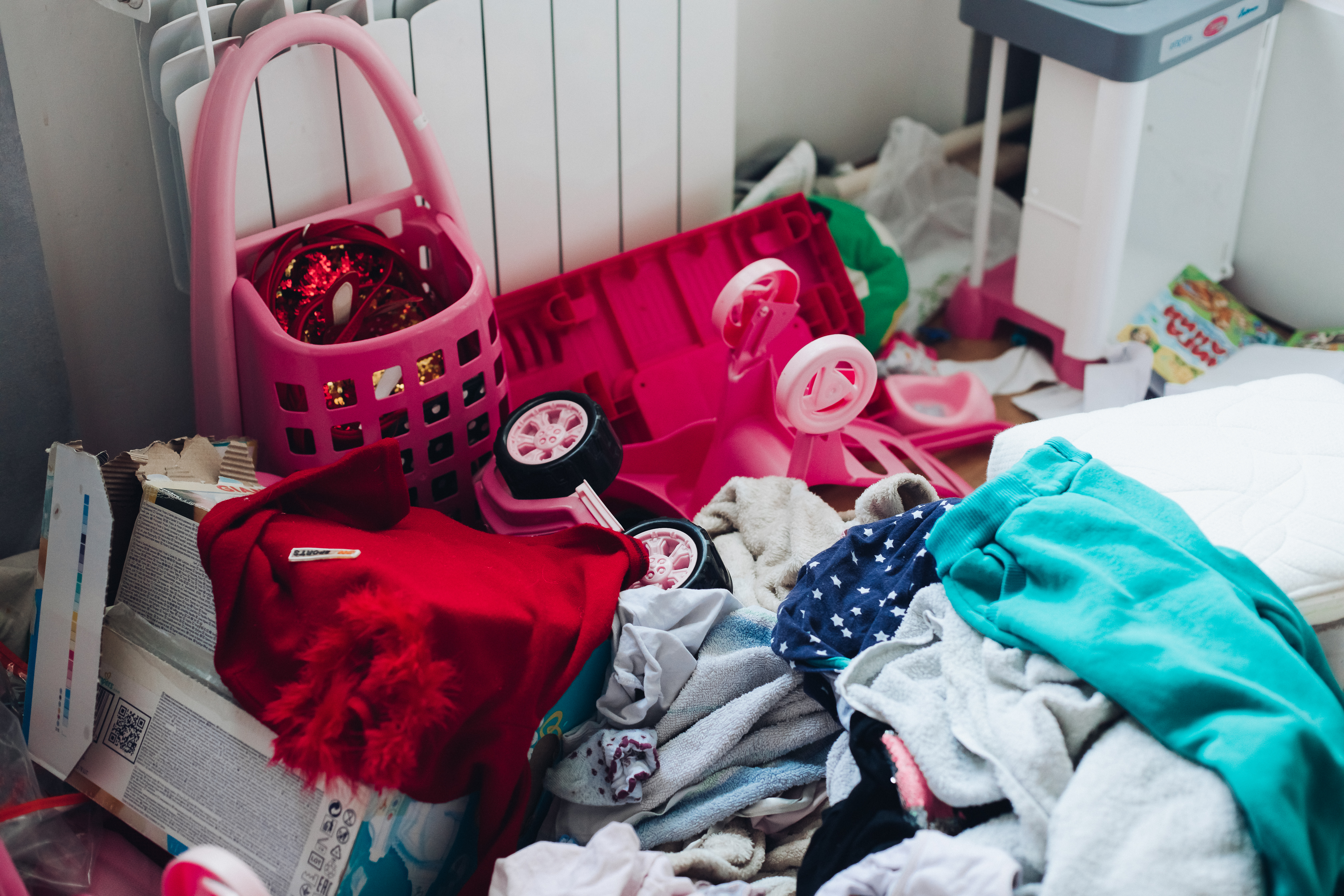 picture-girl-s-children-s-room-with-strong-mess.jpg