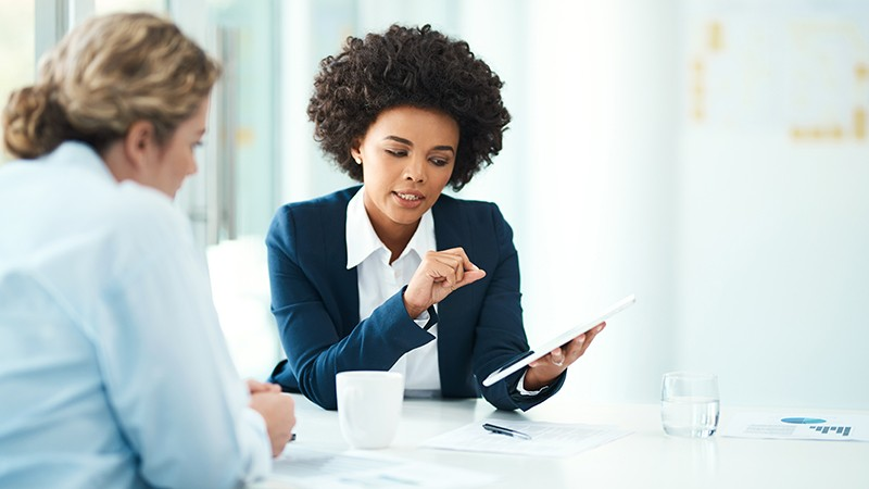 female-adviser-with-client