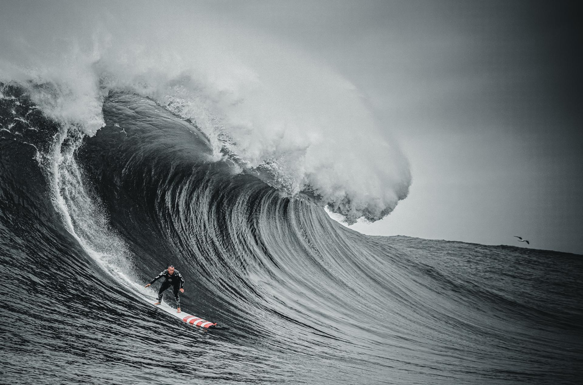 100-foot-wave_2.jpg