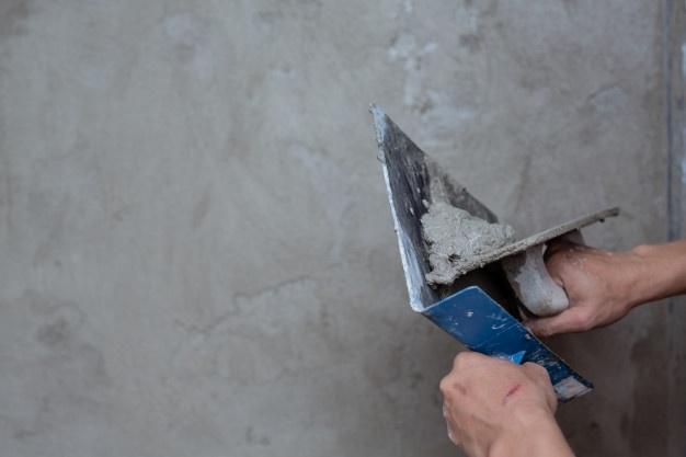 plasterer-renovating-indoor-walls_1150-9952.jpg