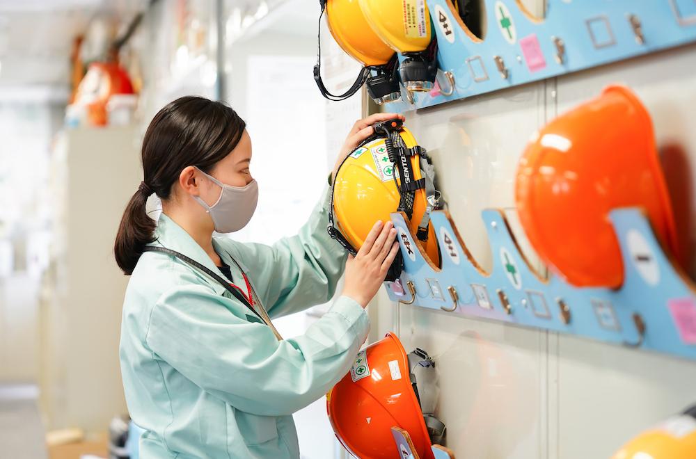 現場作業では、常に安全が最優先される