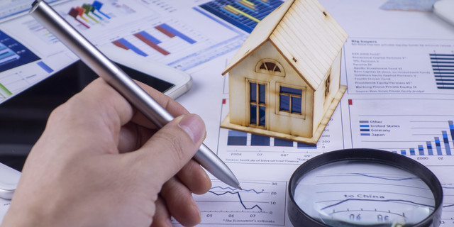 Analyzing real estate information with a pen in hand