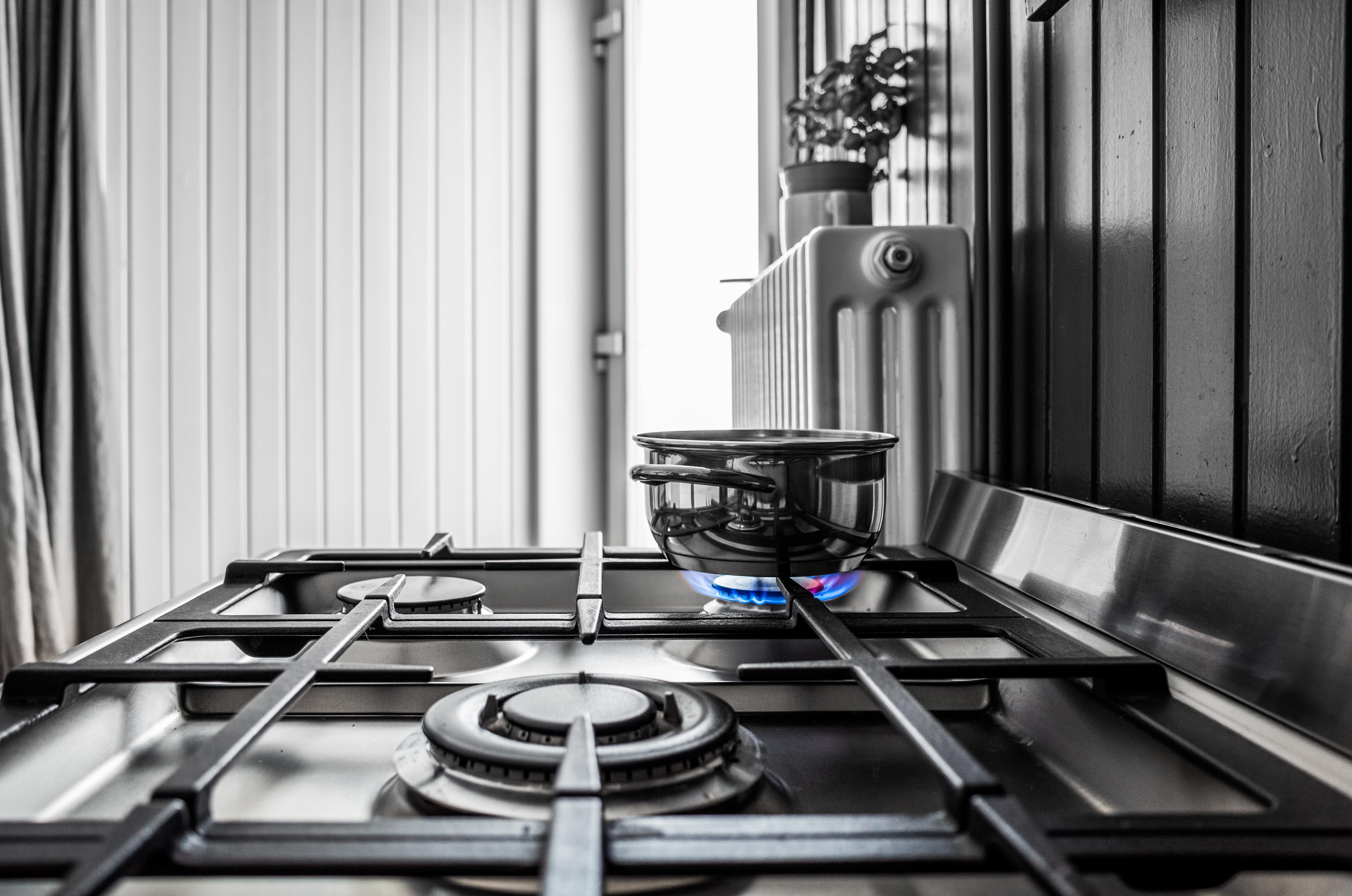 small-metal-pan-stove-kitchen.jpg