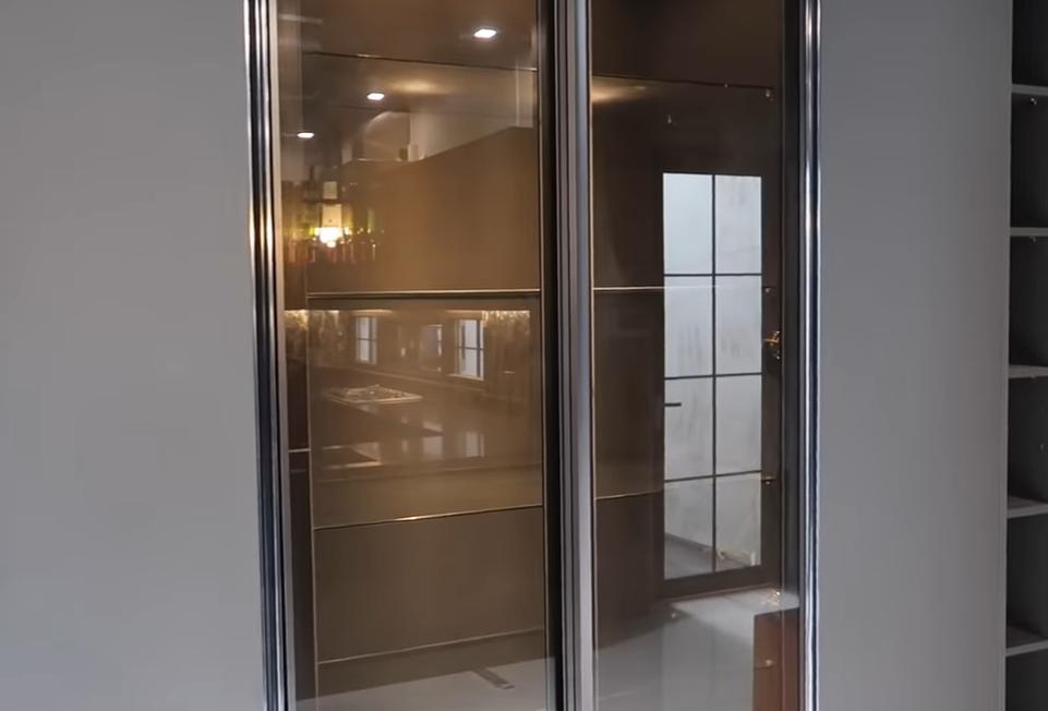 glass display.PNG