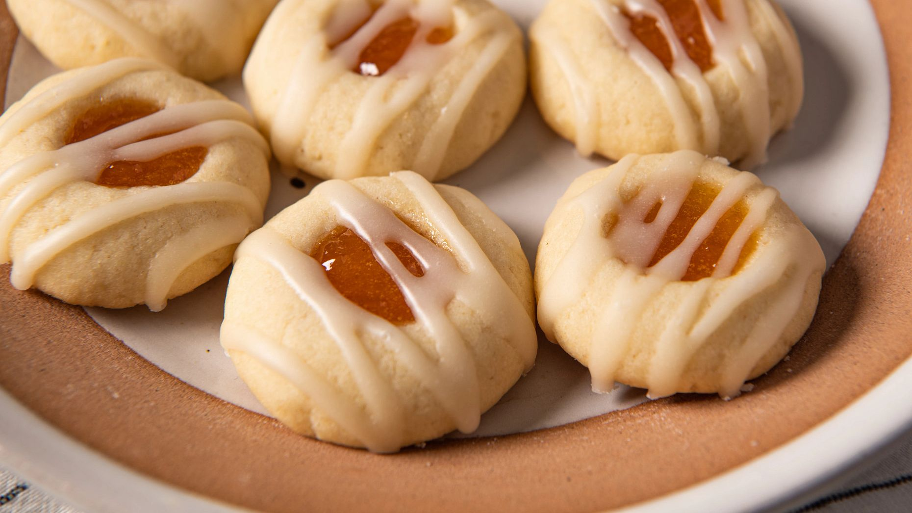 ginger_peach_thumbprint_cookies_with_vanilla_drizzle10889.jpg
