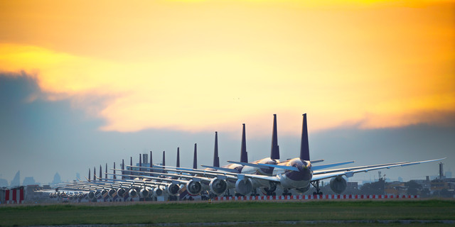 Commercial airplane parking