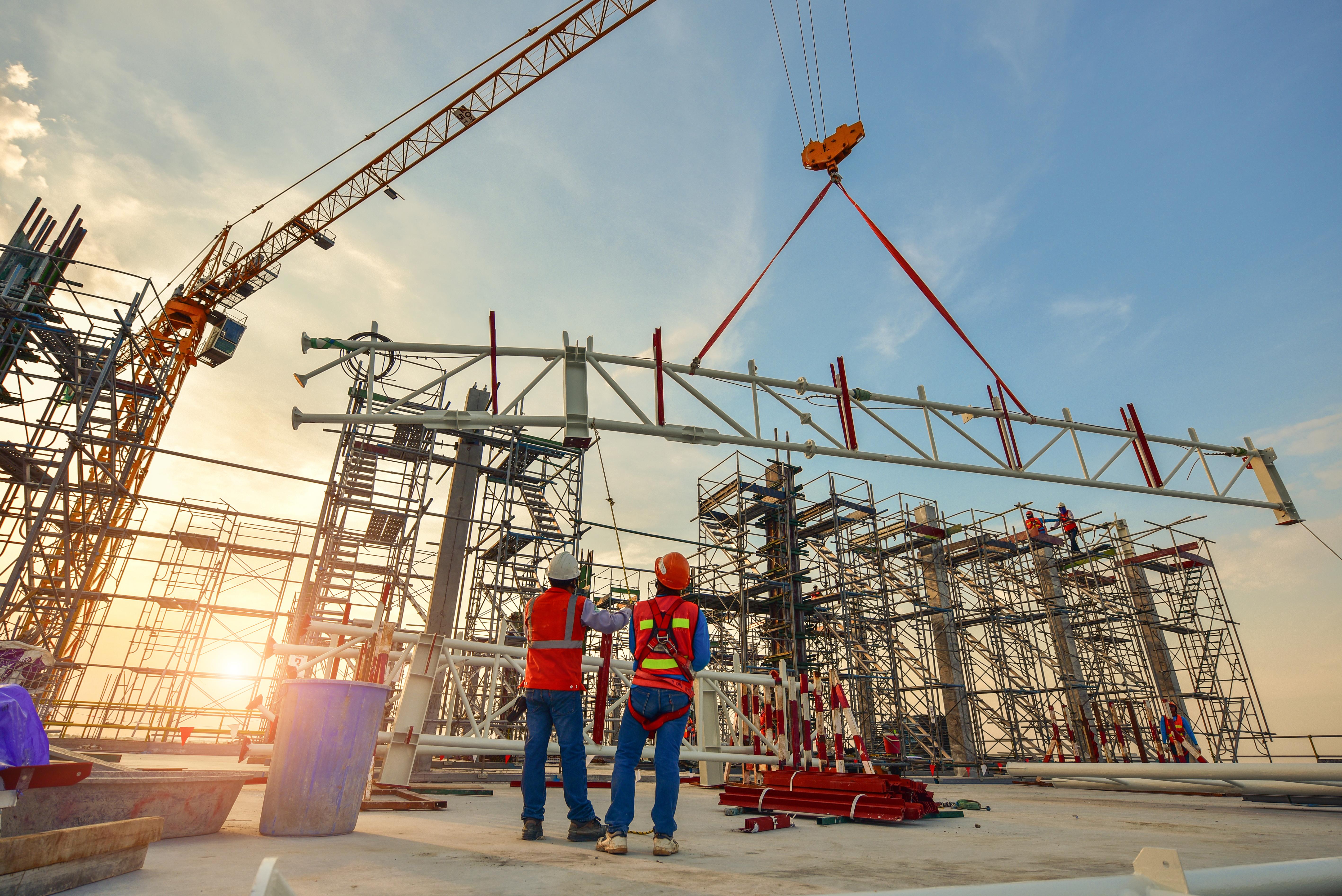 construction-worker-truss-installation.jpg