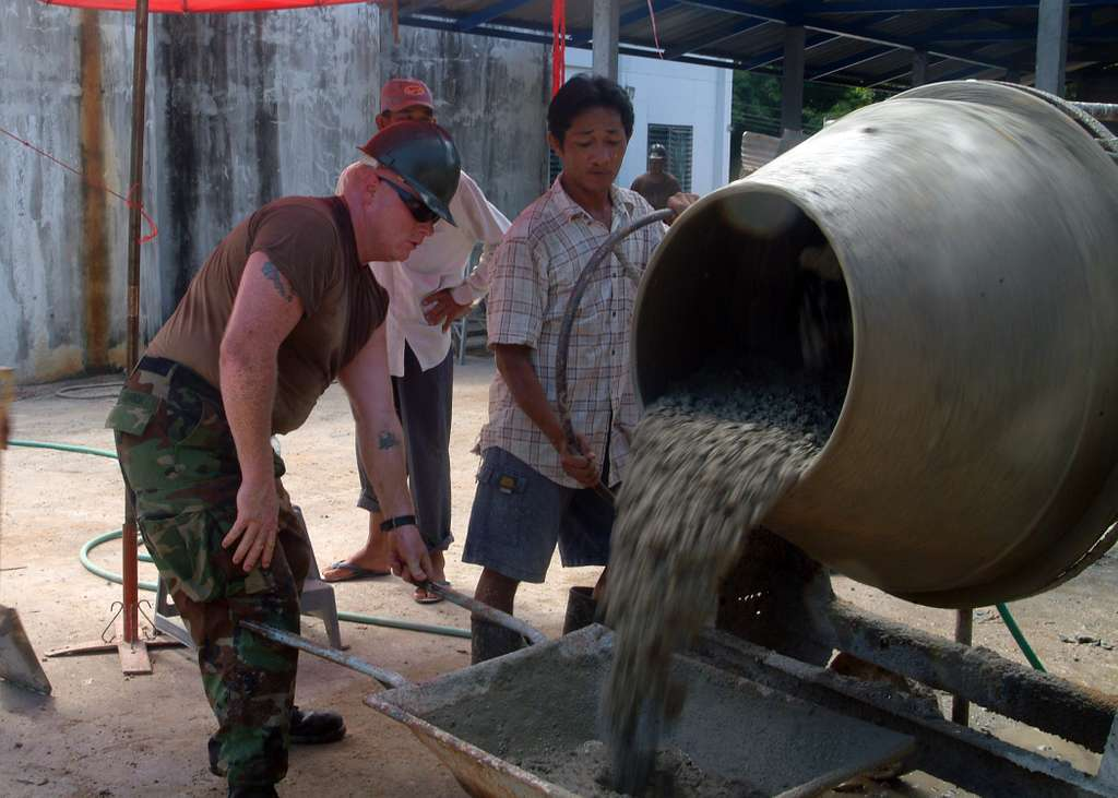 ce2-stephen-m-johnson-loads-concrete-mix-alongside-royal-thai-navy-rtn-sailors-31d17c.jpg