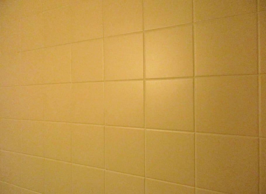 old-tiles-bad-80s-beige-old-house.jpg