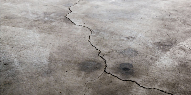 4-Common-Reasons-There-are-Cracks-in-Your-Garage-Floor.jpg