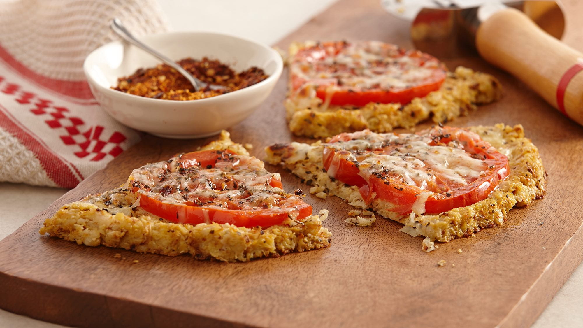 gluten-free-fresh-tomato-pizza-with-cauliflower-crust.jpg