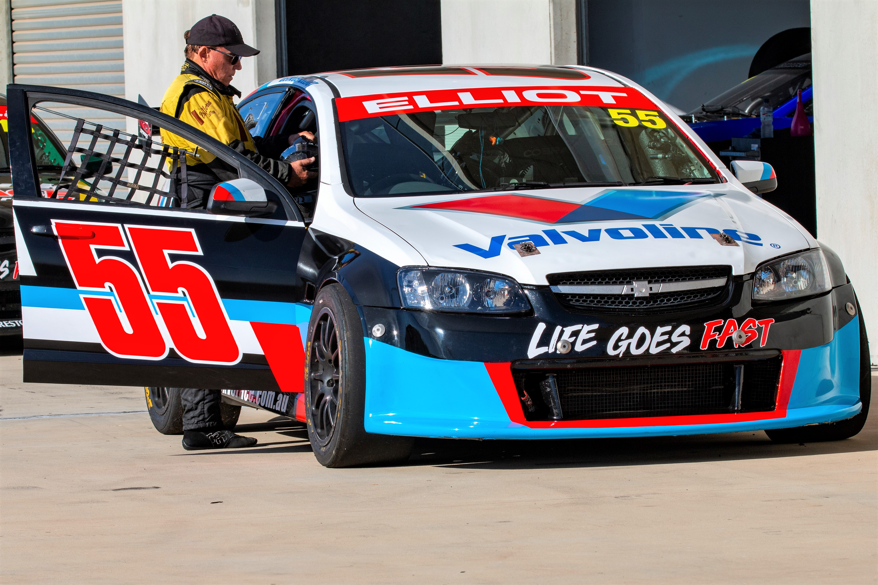 A drive in a V8 supercar makes the perfect 50th birthday gift